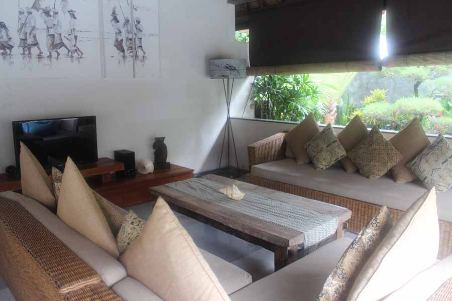 6-Bedroom-Villa-Robins-Place-Bali-03